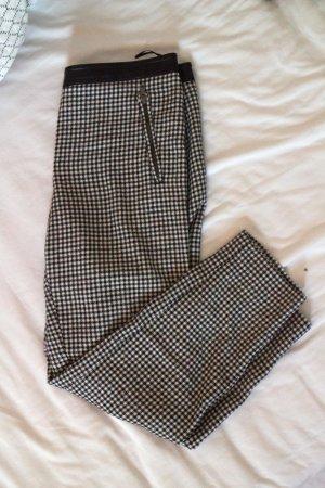 Knöchelfreie Hose mit schwarz weißem Hahnentrittmuster