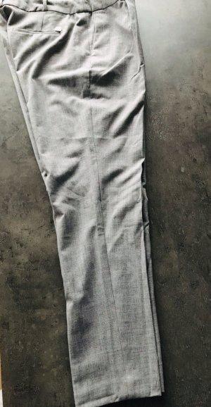 Knöchellange Hose mit Bügelfalte