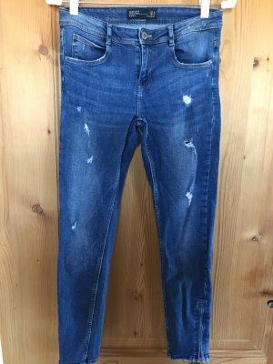Knöchellange Jeanshose von ZARA