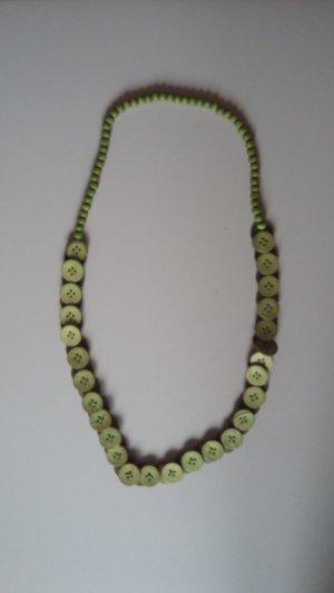 Collar de perlas verde hierba
