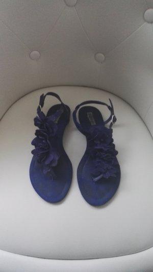 Königsblaue Flip Flop Sandalen mit Blumen