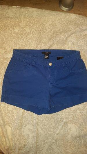königsblaue Shorts