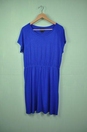 Königsblaues Kleid von Monki
