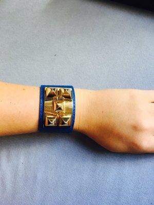 Königsblaues Lederarmband mit Goldelementen Verstellbar