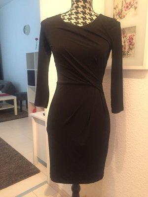 Körperbetontes Kleid in kurz und schwarz
