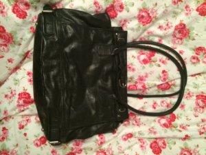 Komfortable Tasche in schwarz in Schlangenlederoptik