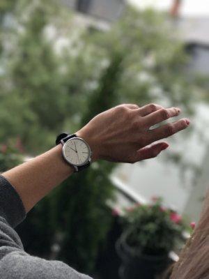 Komono Uhr Schwarz & Leder