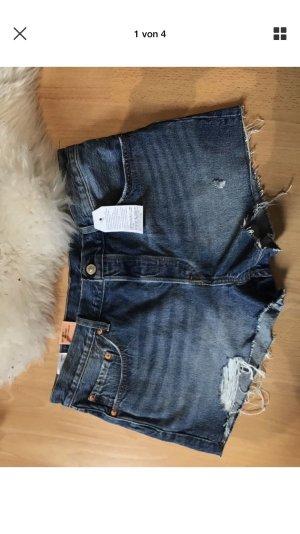 Komplett neue ungetragene Levi's Jeansshorts