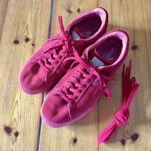 Komplett rote Sneaker von Puma