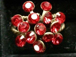 Konplott Ring mit roten Steinen