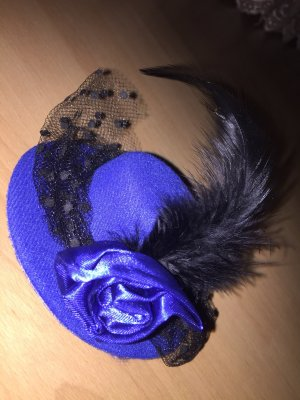 Copricapo blu-nero