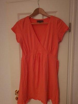 korallenfarbenes Kleid
