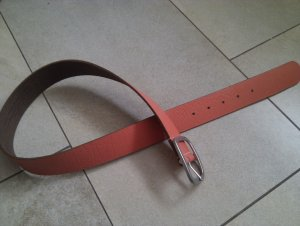 Korallfarbener Ledergürtel - 75 cm - silbermatte Schnalle - top Zustand