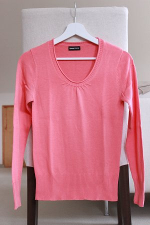 Korallfarbener Pullover