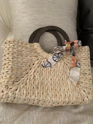 Korbtasche mit Ziermasche