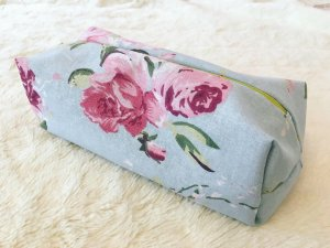 Kosmetiktasche Mäppchen Blumen rosa blau