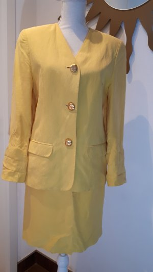 La Femme Tailleur giallo