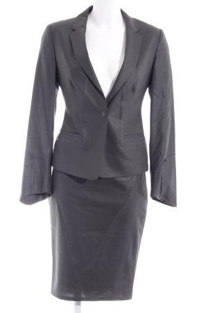 Tailleur grigio stile professionale