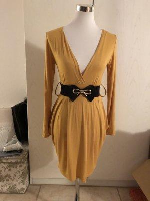 Vestido amarillo pálido