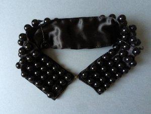 Kragen mit Perlen schwarz