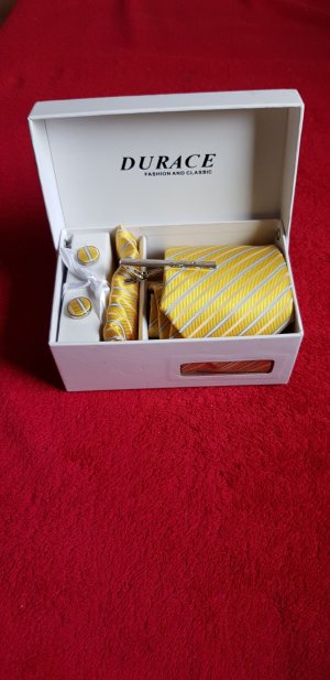 Cravate ascot jaune
