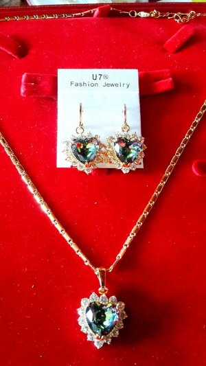 Kristallschmucksachen für Frauen-Geschenk-Goldfarben-AAA Zirkonia Romantische Liebe Herz Ohrringe und Halskette Set