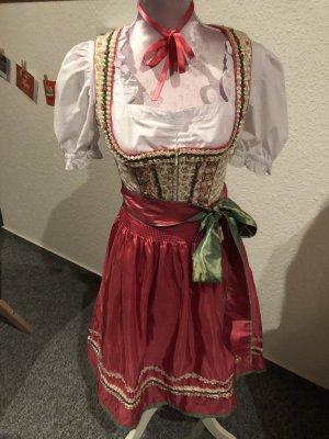 Krüger-Dirndl mit Rosenmuster süß