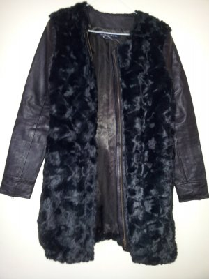 Kunstfellmantel mit Lederӓrmeln Fake Fur Mantel in Schwarz French Connection