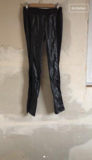 Pantalón de cuero negro
