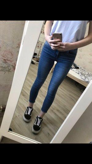 Kurz geschnittene Jeans