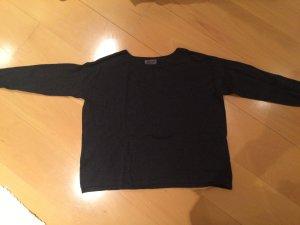 Kurz geschnittener , dunkelgrauer Pullover