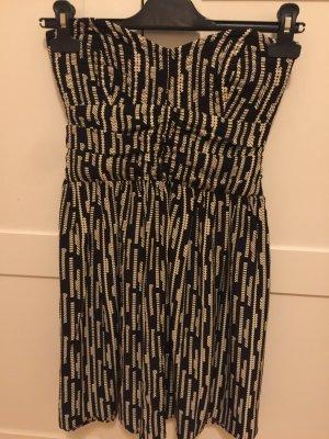 Kurz Kleid zu verkaufen