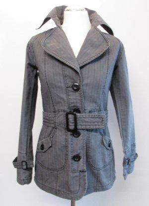 Kurz Mantel Trench Coat Sublevel Größe XS 32 34 Grau Schwarz Streifen Jeans Denim Übergangsjacke Mafia Patina Washed Out Gürtel 60er Nadelstreifen Retro
