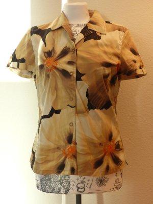 kurzärmelige Bluse von Taifun mit Blumenpint im *Safari-Look*