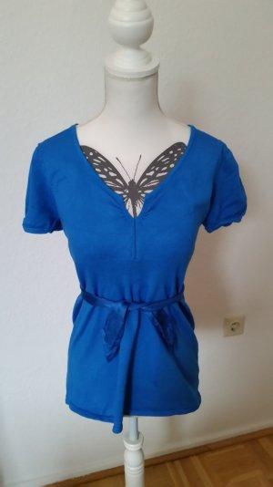 Kurzärmeliges, blaues Oberteil von Hallhuber mit schöner Satinschleife.