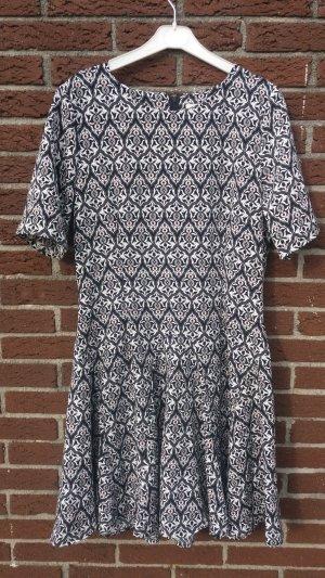 Kurzärmeliges H&M Kleid mit Tellerrock
