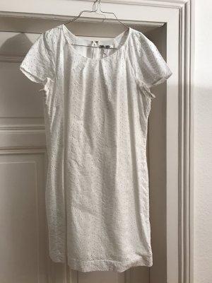 Kurzärmeliges Sommerkleid in weiß mit tollem Muster