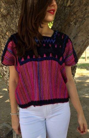 Kurzärmliches Poncho-Shirt.