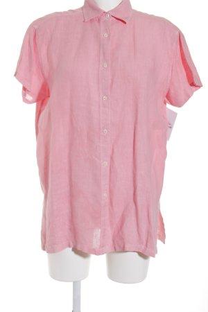 Blusa de manga corta rosa look casual