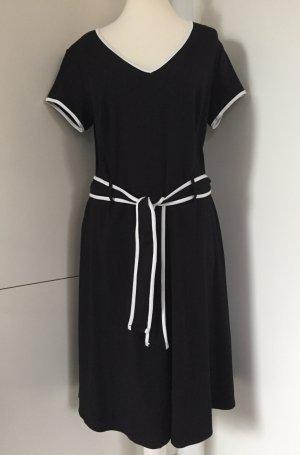 Kurzarm-Kleid in Schwarz/Weiß mit Bindegürtel - von Dorothy Perkins Curve