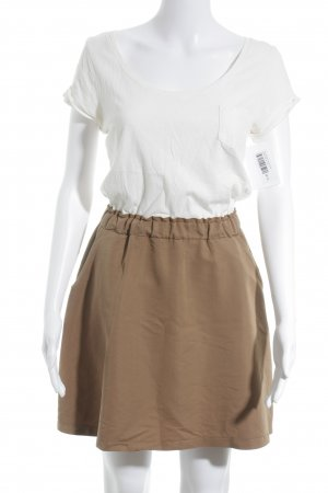 Kurzarmkleid creme-camel Street-Fashion-Look