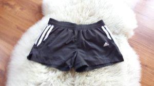 Kurze Adidas Sport-Shorts