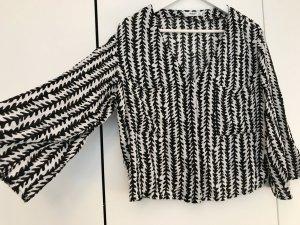 Kurze Bluse mit Fledermausärmeln und V-Ausschnitt