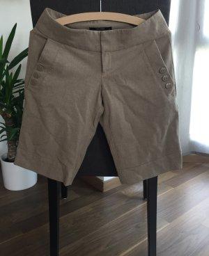 Kurze Chinoshorts Bermuda Gr. 36 Chino Shorts Hose Bermudashorts Bermudachino beige Knöpfe Vero Moda