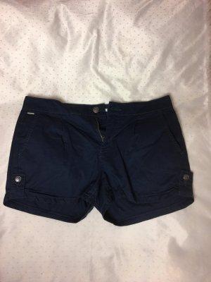 Kurze dunkelblaue Shorts