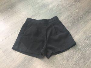 Kurze elegante Hose schwarz 36 / S Amisu