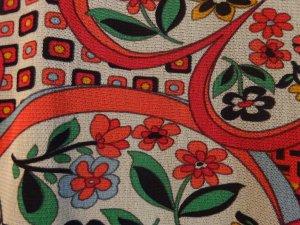 Kurze florale gefütterte bunte Bluse von Zabaione