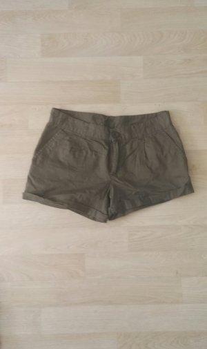 Kurze gemütliche Shorts in Khaki