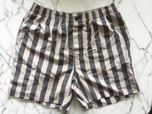 Kurze gestreifte Schlafhose / Shorts