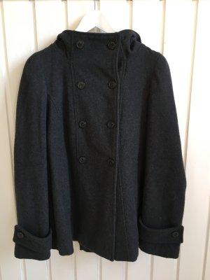 Kurze, graue Wolljacke von Zara